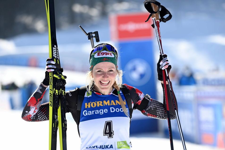 Lisa Theresa Hauser bejubelt den ersten Biathlon-WM-Titel einer Österreicherin.