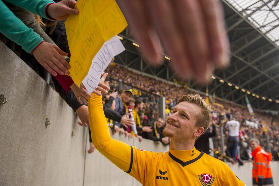 Marvin Stefaniak freut sich auf die Rückkehr zu Dynamo, die Fans werden ihn sicher gern wiedersehen, auch wenn das Abklatschen wegen Corona vorerst ausfallen muss.