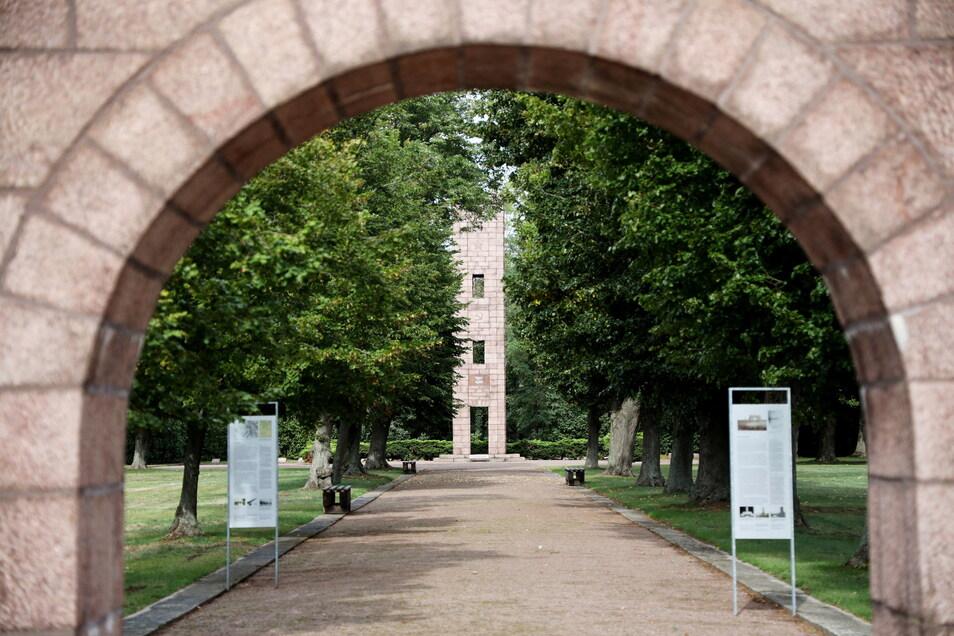 Die Gedenkstätte Ehrenhain Zeithain wurde 1985 eröffnet. Sie war in der früheren DDR die große Ausnahme.