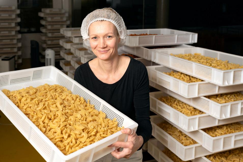 Maria Lucia in ihrem Reich in der Nudelmanufaktur Pasta Lucia in Stadt Wehlen. Die Produkte werden online und im Handel weiter verkauft.