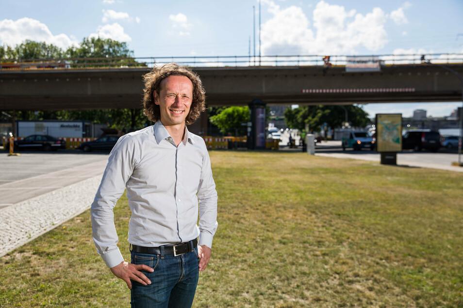 Für diese Wiese vor dem Busparkplatz an der Carolabrücke hat Frank Wießner eine Vision.