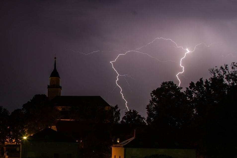 Unwetter im Landkreis: Blitze über dem Bischofswerdaer Land.