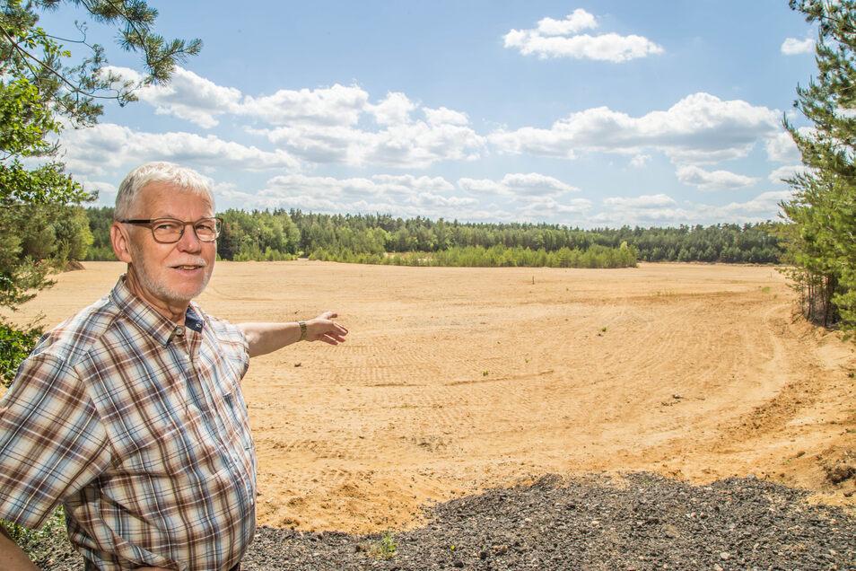 In den Wäldern bei Horka soll ein neuer Solarpark entstehen. Das Gelände gehört der Firma Heim, deren Kiestagebau aber schon vor Jahren stillgelegt wurde. Bürgermeister Christian Nitschke und die Gemeinde haben grünes Licht für das Vorhaben gegeben.