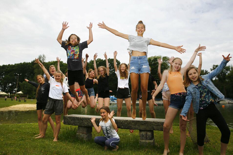 Spaß im Walkmühlenbad in Pulsnitz: Die Tänzer von Kamenz can Dance unternahmen am Freitag einen Badeausflug.