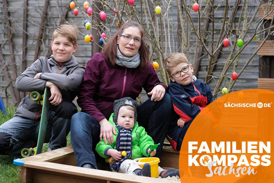 Kathleen Bölke mit ihren drei Jungs Henrik, Fredrik und Richard (v.l.).