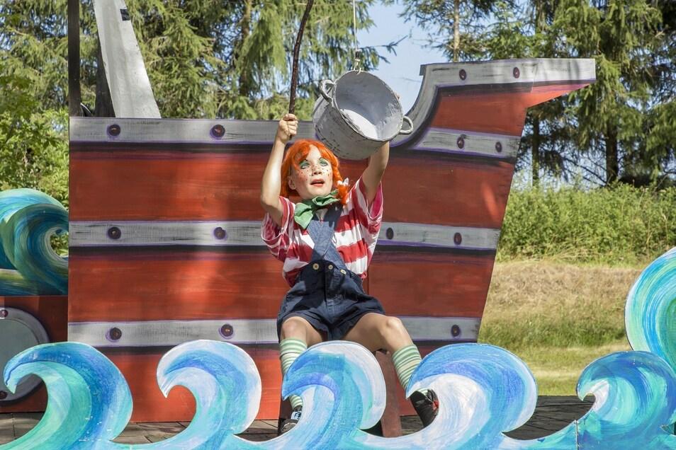 Pippi Langstrumpf alias Freyja Gra- bolle angelt einen Topf mit Loch und erkennt darin ein Unterseeboot aus dem 17. Weltkrieg.