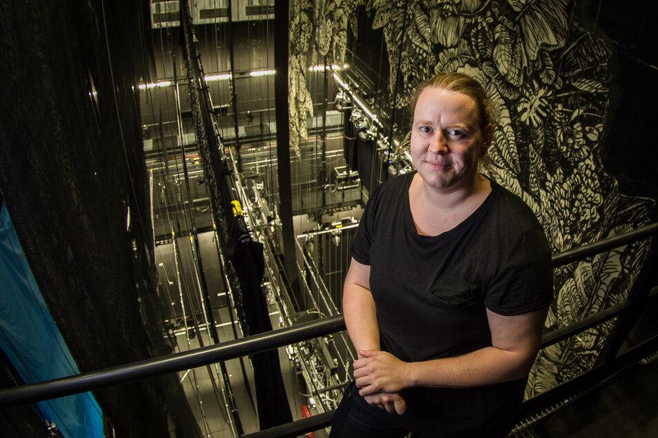 Hoch hinaus hat es Maria Klemm als Fachfrau für komplizierte Technik unterm Theaterdach geschafft.