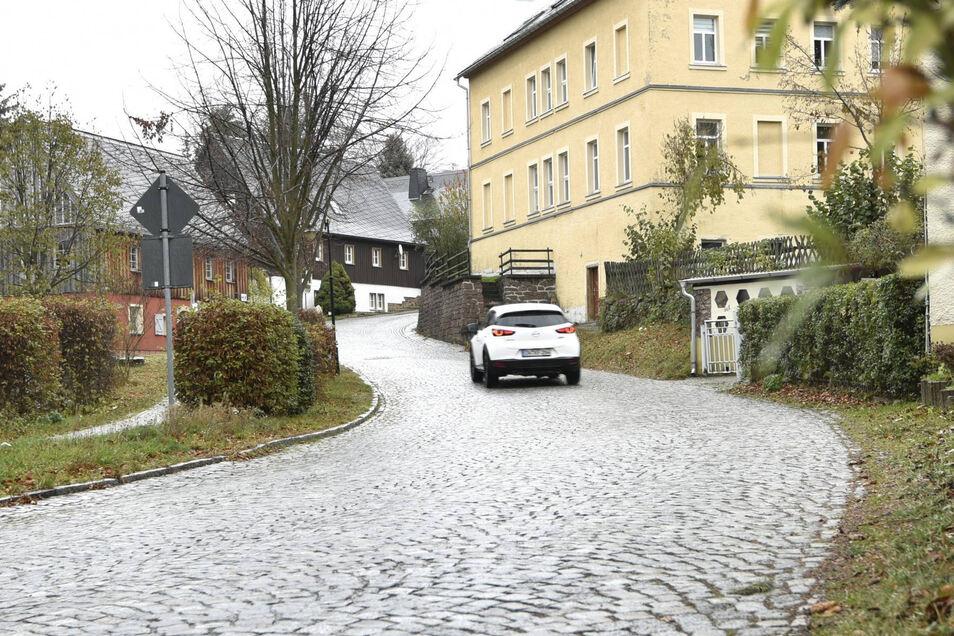 Sanierungsfall: Bahnhofstraße in Bärenstein.