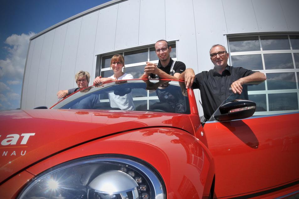 Kfz-Technikermeister Franz Havlat (Zweiter von rechts) ist Junior-Chef bei Havlat in Großschönau.
