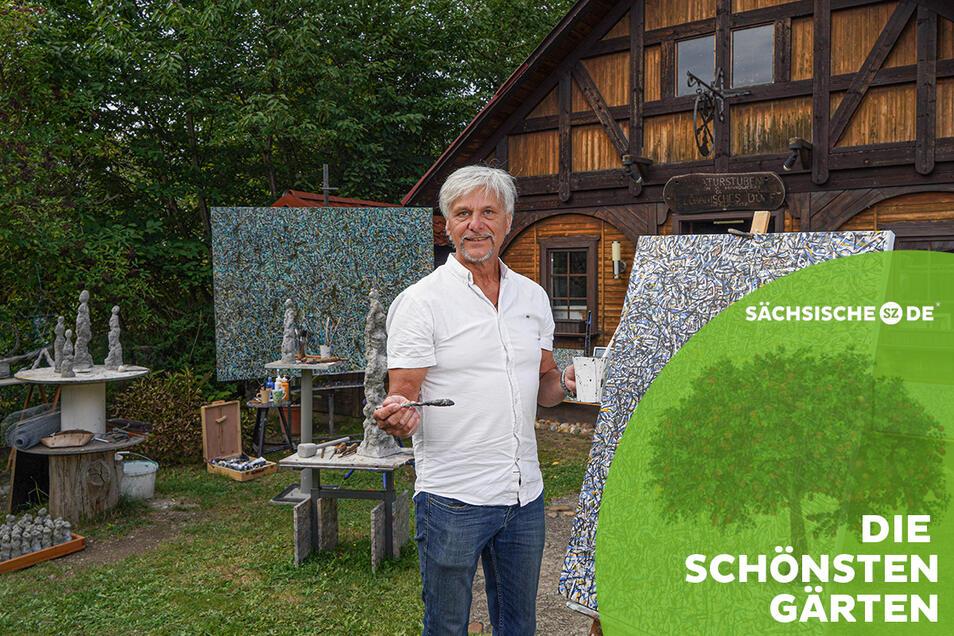 In seinem 1.100 Quadratmeter großen Garten am Bautzener Stadtrand schafft Tom Glöß Bilder und Skulpturen und stellt einen Teil davon auch dort aus.