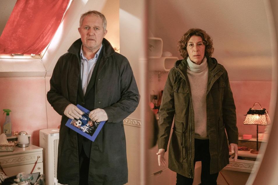 """Bibi Fellner (Adele Neuhauser), hier mit ihrem Ermittlerpartner Moritz Eisner (Harald Krassnitzer) findet im neuen Wiener """"Tatort"""" zwar keinen Schlaf, dafür aber den entscheidenden Hinweis."""