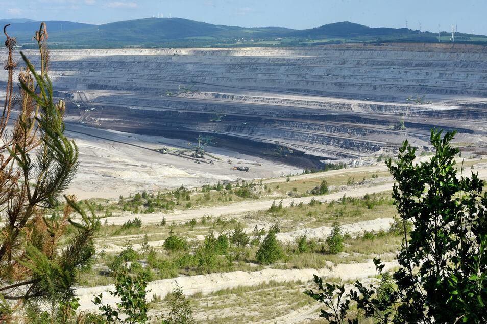 Blick in den Tagebau bei Zittau, der das polnische Kraftwerk Turow mit Braunkohle beliefert.