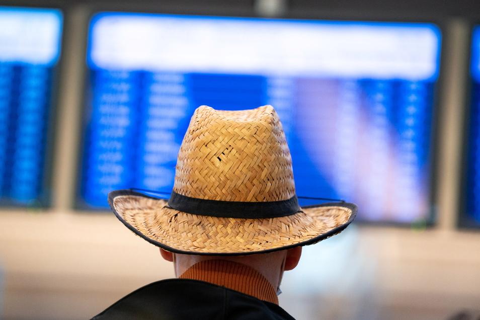 Nach einem erneuten Umsatzeinbruch im zu Ende gehenden Tourismusjahr rechnen Veranstalter und Reisebüros damit, frühestens 2023 in etwa das Vorkrisenniveau zu erreichen.