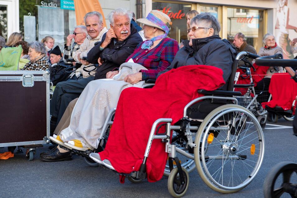 Aus dem Pflegeheim Pro Civitate, wo junge Chorsänger oft zu Gast sind, waren ebenfalls Zuhörer dabei.