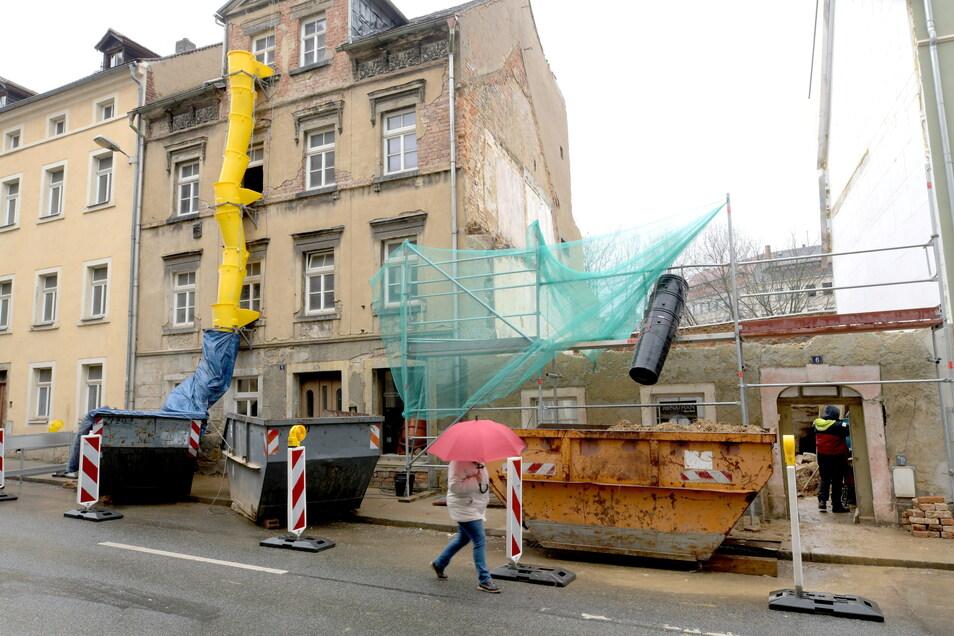 Die Nummer 6 in der Äußeren Bautzner Straße in Löbau ist fast komplett abgerissen worden, weil die Bausubstanz schlecht war. Es stand nicht unter Denkmalschutz.