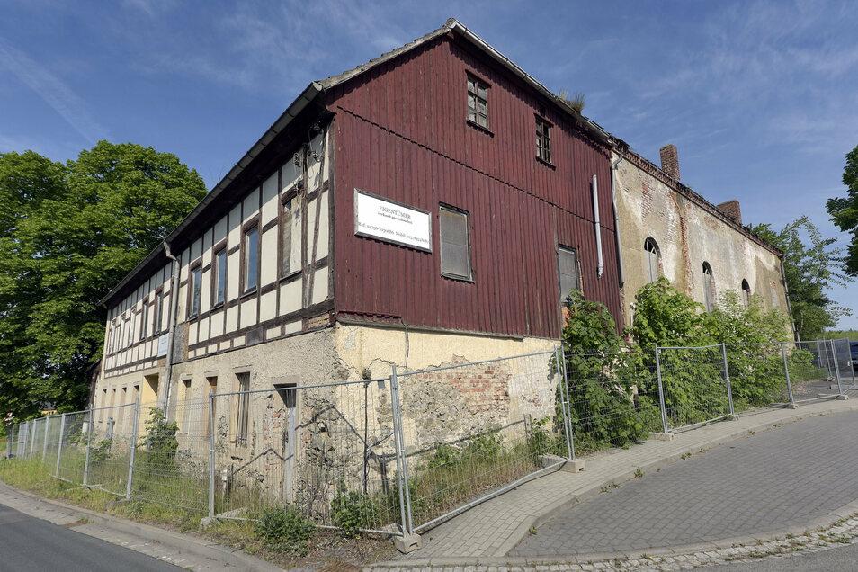 Der Gasthof in Gleisberg verfällt immer mehr. Die Kommune möchte ihn kaufen und abreißen lassen.