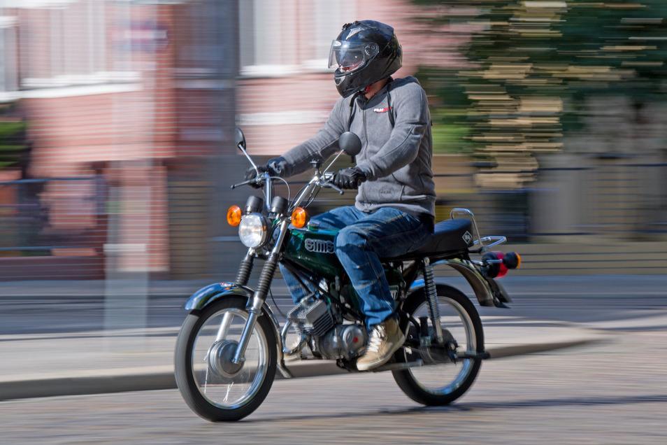 Auf einem Moped wie diesem ist ein 18-Jähriger verunfallt.