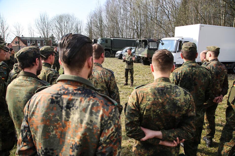 Appell in Klingewalde: Hier war noch die Truppe aus Marienberg und Frankenberg im Einsatz. Die Soldaten wurden inzwischen planmäßig ausgetauscht.