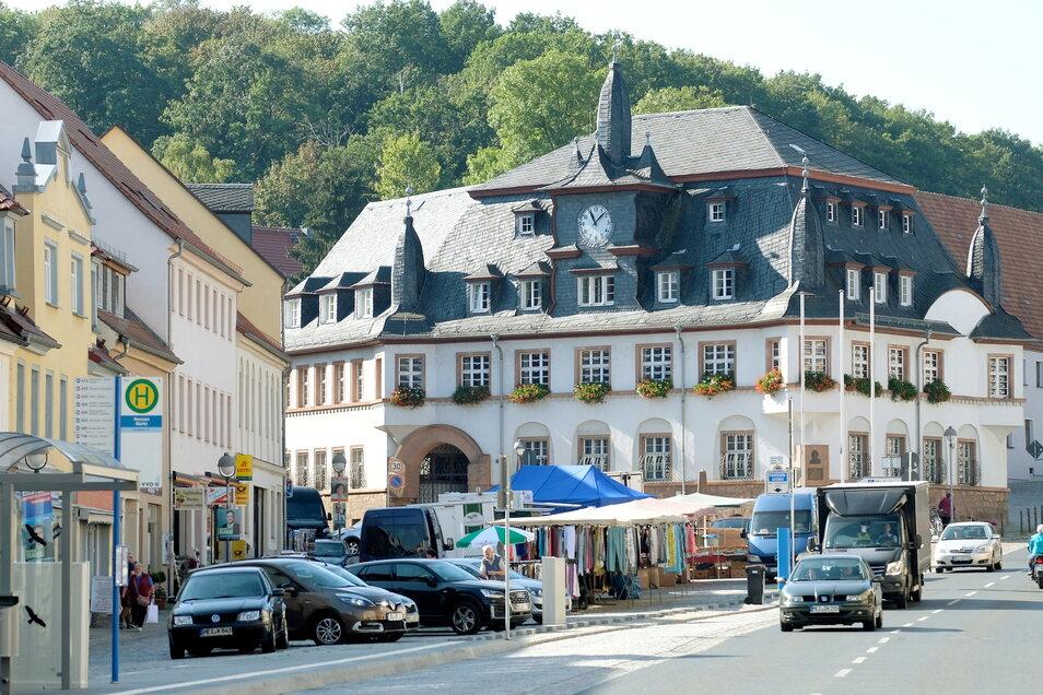 Blick auf den Markt in Nossen mit Rathaus. In der Stadt gibt es die höchste Inzidenz im Landkreis Meißen. Die Werte für den gesamten Landkreis halten sich knapp unter der Marke von 200.