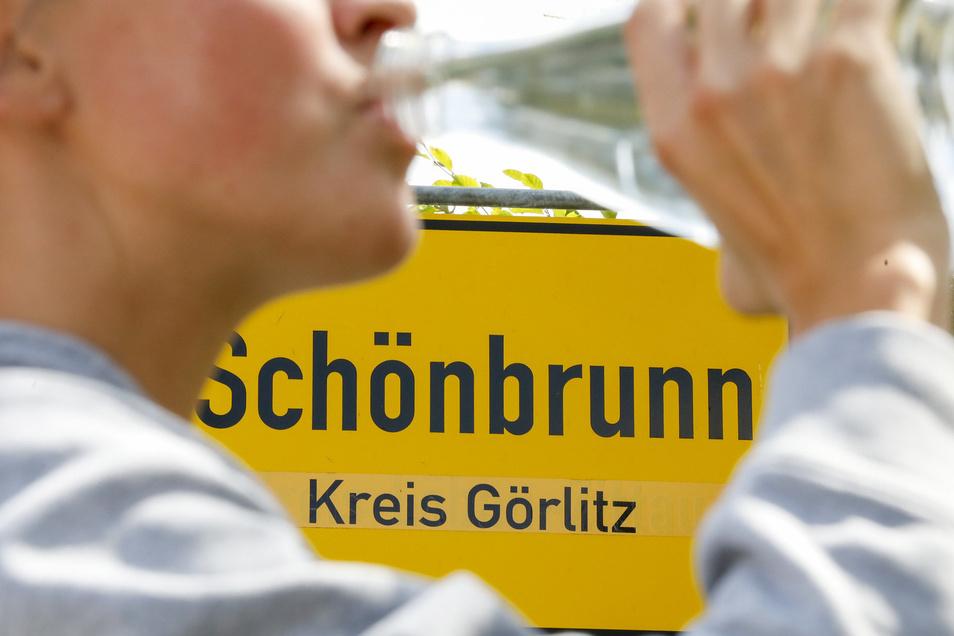 Trinkwasser ist in Schönbrunn eine heikle Sache: Die Versorgung mit Hausbrunnen funktioniert nicht optimal, jetzt prüft man einen Anschluss ans Netz.