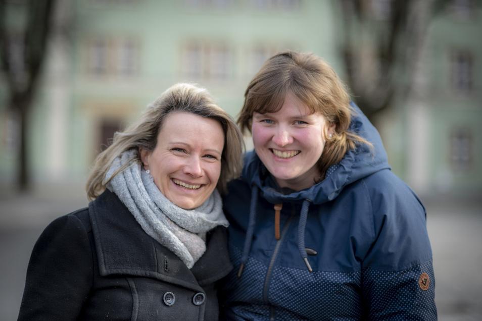 Susanne Klemm aus Bretnig (l.) und Julia Lauber aus Kamenz stehen mit ihren Kursen für mehr Lebensfreude und weniger Streit, mehr Stärkung und weniger Mobbing, mehr Liebe und weniger Hass. Das Interesse ist groß.