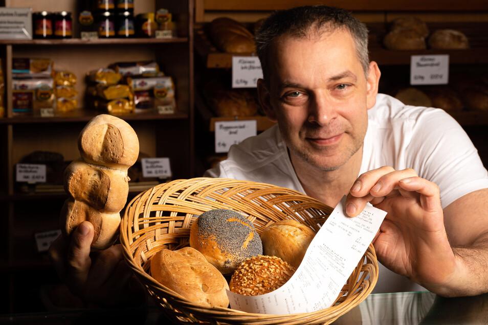 Zu den Semmeln gibt's jetzt den Kassenbon dazu. Bäckermeister Steffen Haufe aus Bischofswerda hat, wie viele seiner Kollegen, kein Verständnis für die neue Regelung.