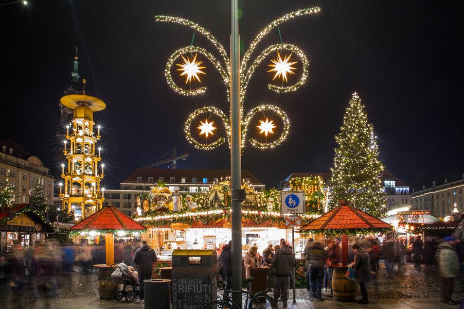 Der Striezelmarkt wird wegen Corona nicht wie sonst stattfinden können. Ob überhaupt Weihnachtsmärkte möglich sind, bezweifeln Dresdner Veranstalter.