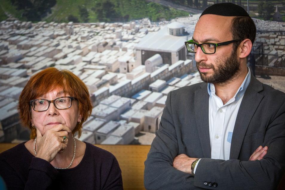 Rabbiner Akiva Weingarten hier mit Nora Goldenbogen von der Jüdischen Gemeinde Dresden bei einer Pressekonferenz zu den antisemitischen Angriffen 2019 in Halle.