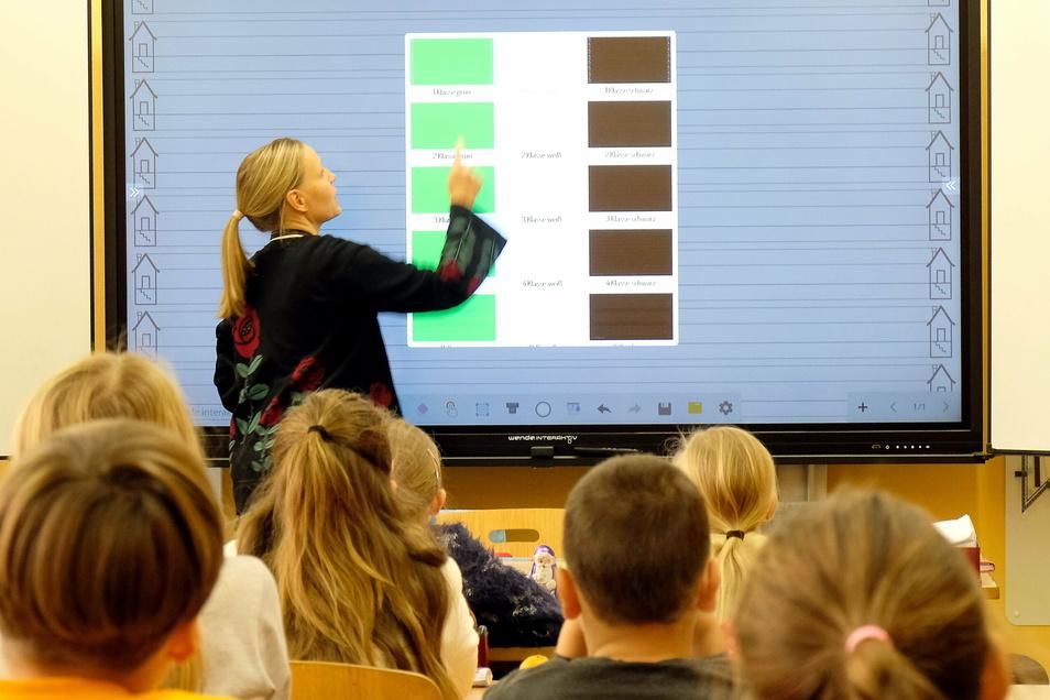 Insgesamt vier digitale Tafeln gibt es an der Grundschule in Niederau.