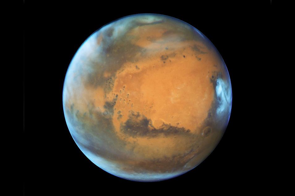 Der Mars ist eineinhalb Mal weiter von der Sonne entfernt als die Erde.