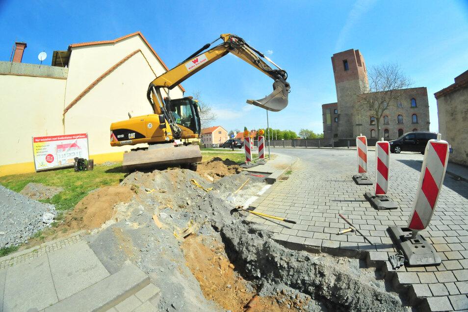 Nun geht es los: Am Dienstagvormittag begannen die Arbeiten zum Bau der Großenhainer Stadthäuser.