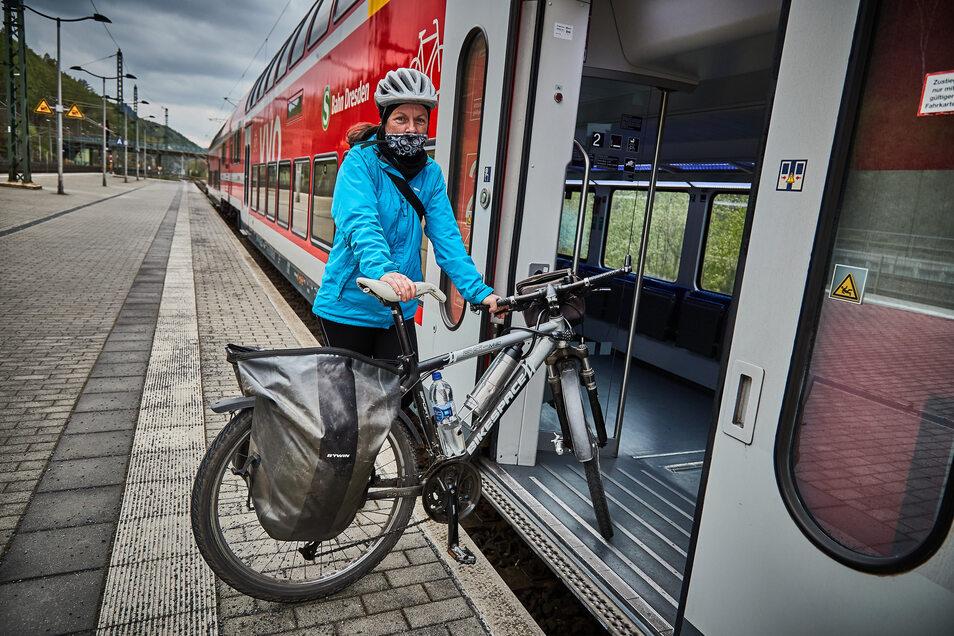 Nancy Bolle (50) aus Dresden war mit ihrem Fahrrad auf der Nationalparkroute unterwegs. Mit dem Zug und Tuch um Mund und Nase ging es zurück nach Dresden.