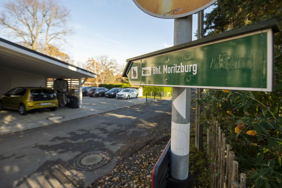 Der Wanderweg durch das Grundstück des einstigen Gasthofs Buchholz soll auch künftig ein öffentlicher Weg bleiben, hat ein Gericht entschieden. Der Radfahr-Club Sachsen sieht dagegen rund zehn Prozent der Wander- und Radwege Sachsens in Gefahr.