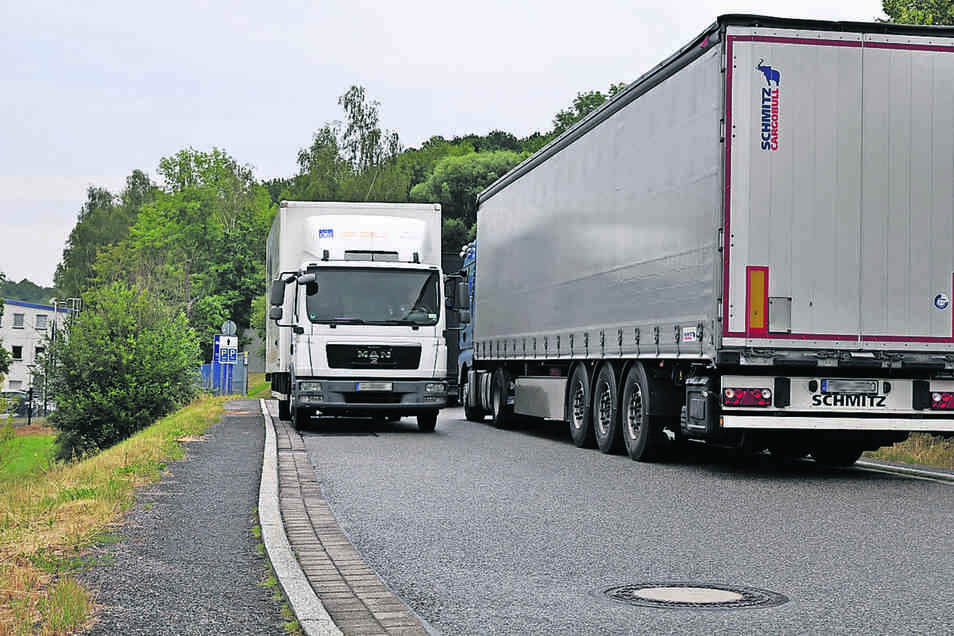 Auf der Zufahrt zum Werksgelände der Beiersdorf Manufacturing GmbH geht es zurzeit eng zu. Das soll sich ändern.