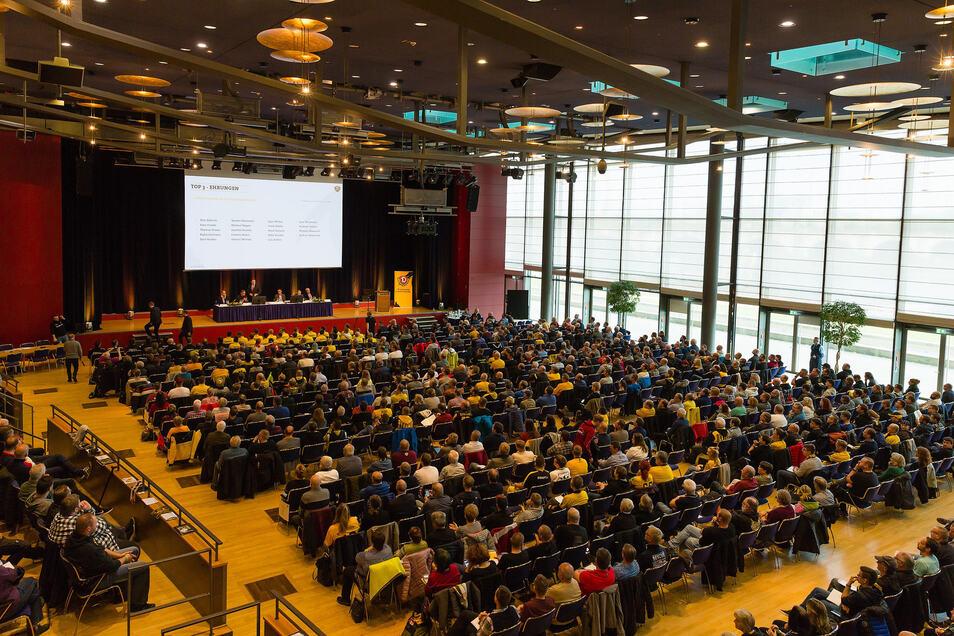 Rund 1.000 der insgesamt knapp 24.000 Mitglieder sind zur Jahreshauptversammlung ins Kongresszentrum gekommen.