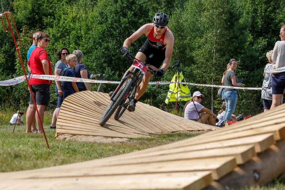 Als Highlight für Athleten und Zuschauer gab es im Bereich am See mehrere Mountainbike-Elemente zu bezwingen.