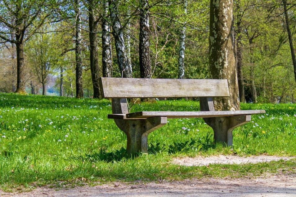 Auf einer Parkbank in Niedersachsen wurde ein Behälter mit geringer radioaktiver Strahlung entdeckt.