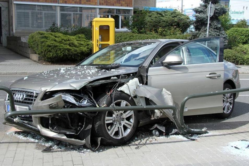Kurz nach der Bergung des Autos und der Spurenaufnahme durch die Polizei ...