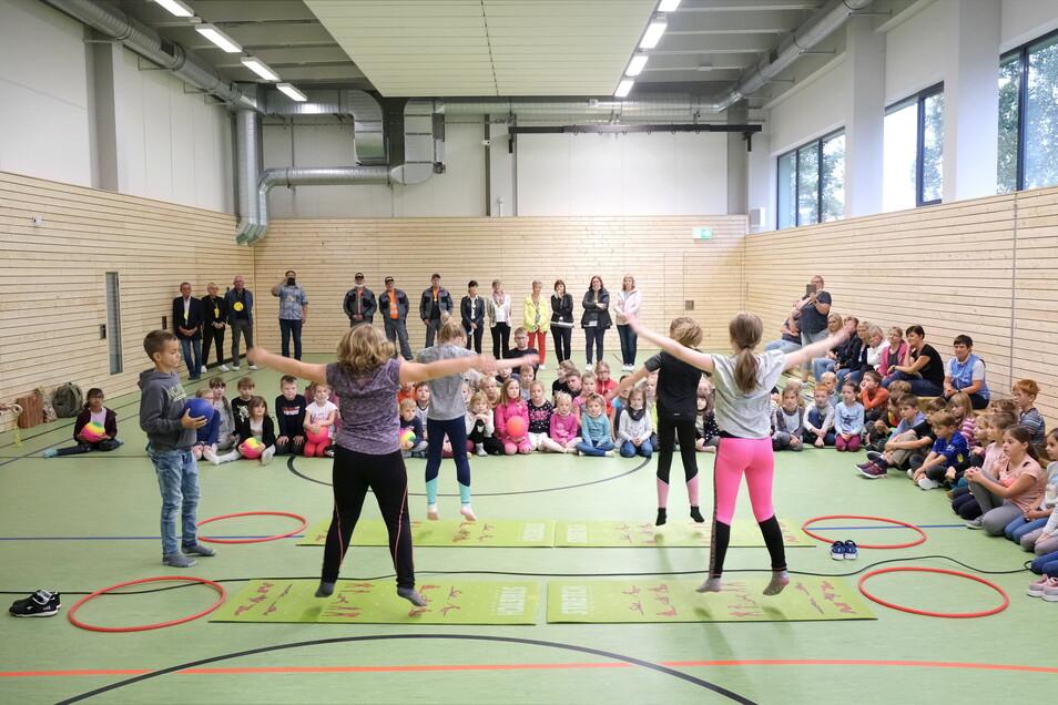 Endlich wieder Sportunterricht. Am Montag wurde die sanierte Schulsporthalle in Krögis eingeweiht.