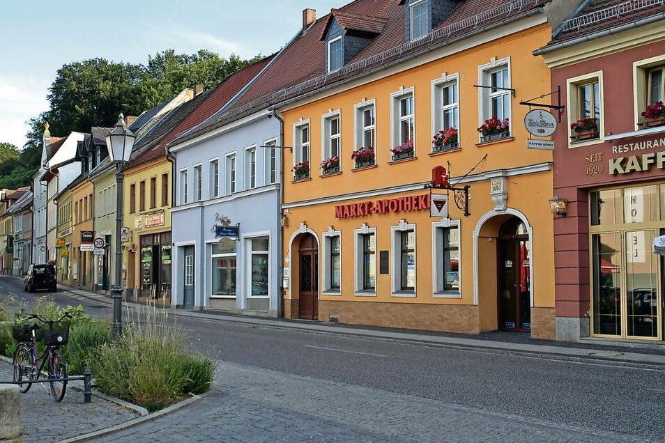 Die Marktapotheke Bad Muskau ist eine der ältesten Apotheken in Deutschland. Zum 1. Juli ging Inhaber Rüdiger Halbauer in den Ruhestand. Zuvor ist es ihm gelungen, mit Arthur Wacowski einen Nachfolger zu finden.