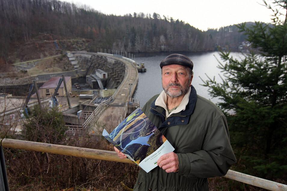 Siegfried Scharf, ehemaliger Chef des DRK-Kreisverbandes Döbeln-Hainichen, lebt seit 73 Jahren in Ehrenberg. Seit der Kindheit kennt er die Talsperre. Viele Etappen der Geschichte hat er mit seiner Kamera festgehalten.