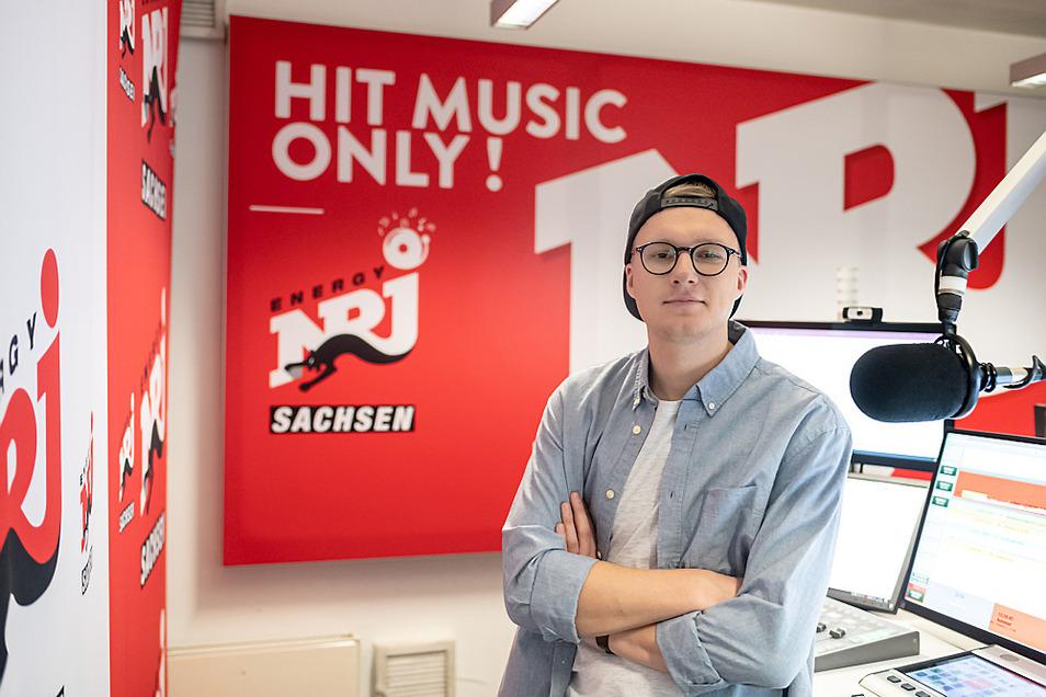 Simon alias Krom an seinem Arbeitsplatz im Studio von Energy Sachsen. Tausende – vor allem junge – Menschen hören ihm werktäglich im Land zu.