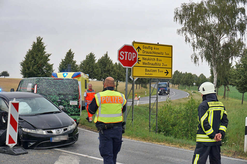Als die Einsatzkräfte am 8. Juli zu einem Unfall an die Neukircher Straße bei Gnaschwitz gerufen wurden, kannten sie den Weg: Keine Kreuzung im Kreis Bautzen ist gefährlicher als diese.