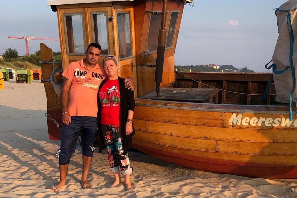 Jedes Jahr machen Amit und Jhanna Urlaub an der Ostsee.