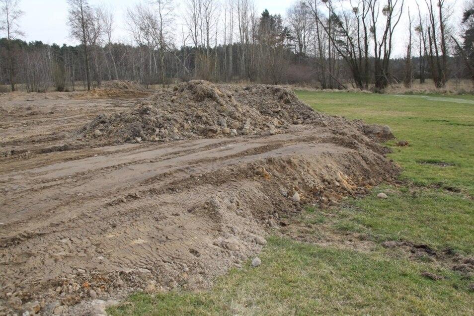 Da die Erdmassenverkippung am Rande von Torno auf einer Fläche von mehr als 300 Quadratmetern erfolgte, war eine Baugenehmigung erforderlich.