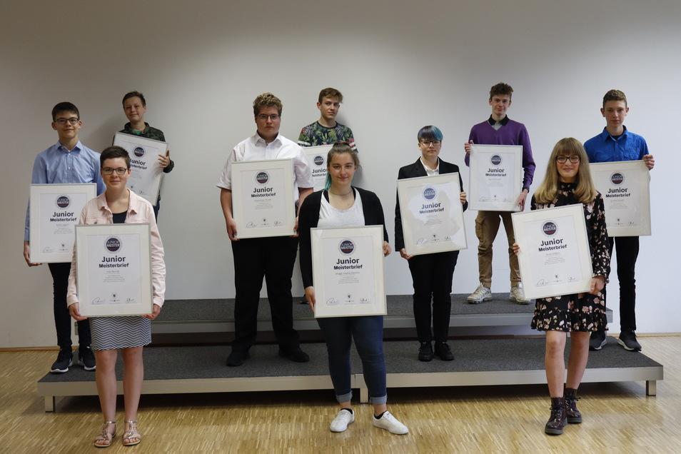Die Zukunft des Handwerks: Die Teilnehmer des Projekts Juniormeister 2020 haben mit neuen Ideen und praktischen Meisterstücken die Jury begeistert und im Rahmen einer Feier in Dresden ihre Juniormeisterbriefe erhalten.