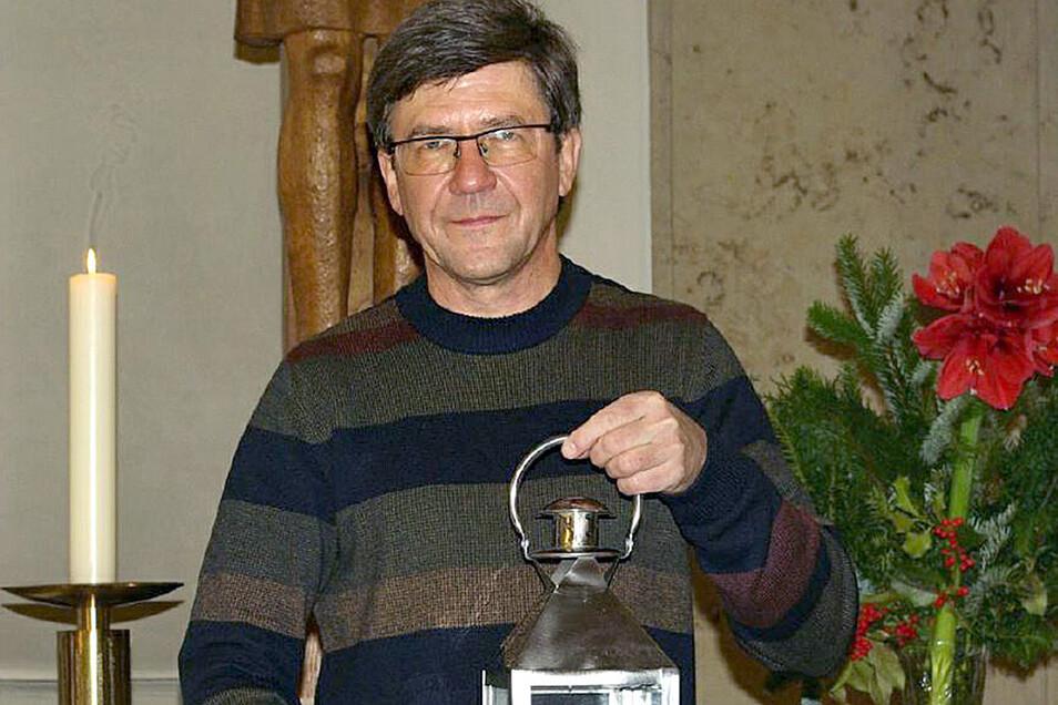 Pfarrer Hans-Peter Hasse hat eine Idee, wie das Friedenslicht aus Bethlehem trotz Corona zu den Menschen nach Hause kommen kann.