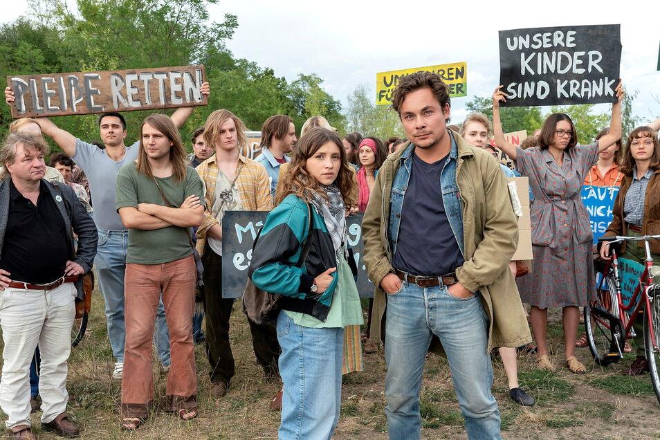 Franka (Janina Fautz), Stefan (Ferdinand Lehmann) und ihre Leipziger Umwelt-Aktivisten wagen die ersten öffentlichen Protestkundgebungen.