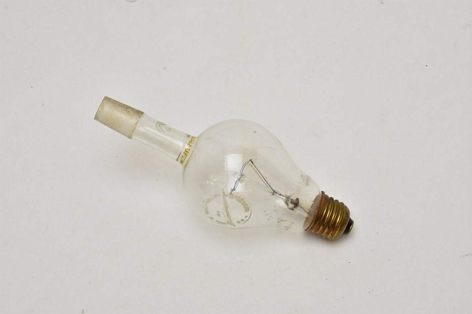 Sieht verrückt aus, hatte für experimentelle Zwecke aber durchaus ihre Vorteile: eine speziell angefertige Glühlbirne.