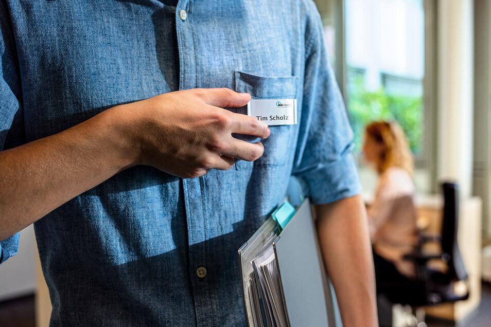 Neben der Beratung von Kunden gehört auch der Umgang mit Gesetzestexten zu den Aufgaben von Sozialversicherungsfachangestellten.